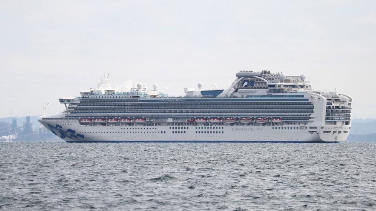 """Resultado de imagen de japón deja en cuarentena a crucero por coronavirus"""""""