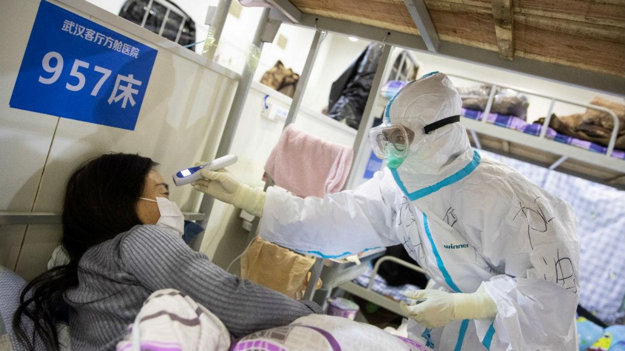 Suben a casi 1.900 los muertos en China por coronavirus