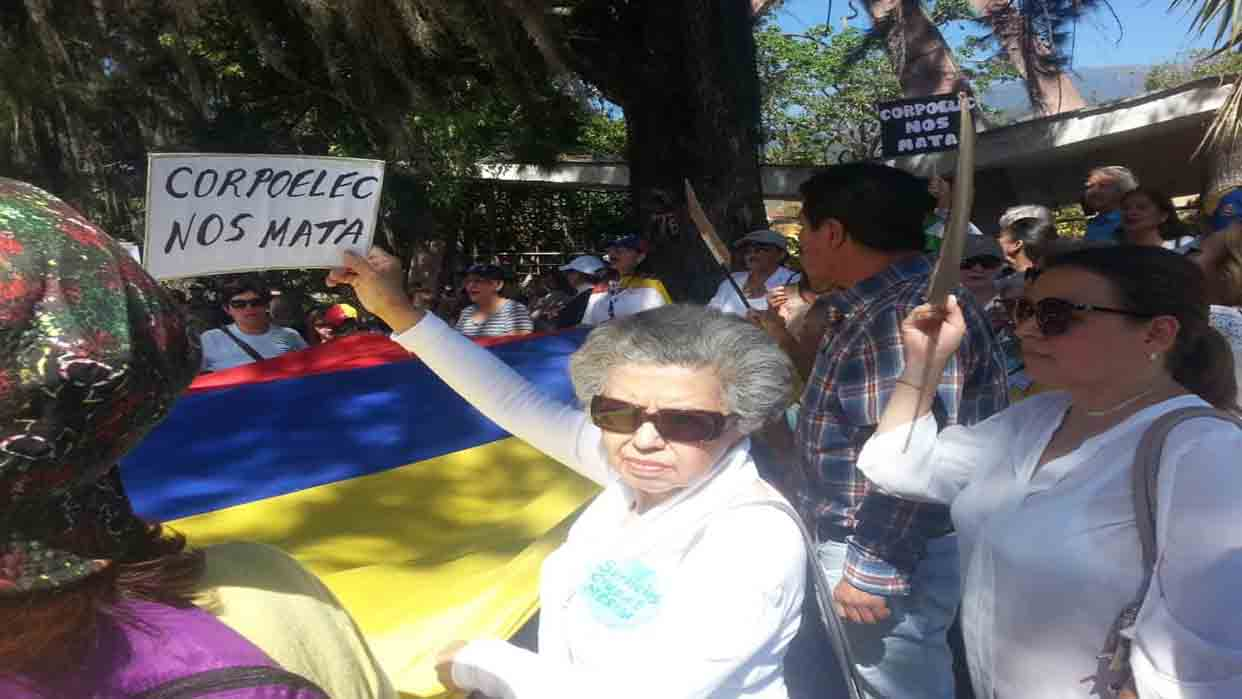 Habitantes de Táchira y Mérida protestaron por fallas en el servicio eléctrico