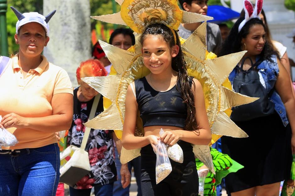 Caraqueños toman el paseo Los Próceres en Carnaval