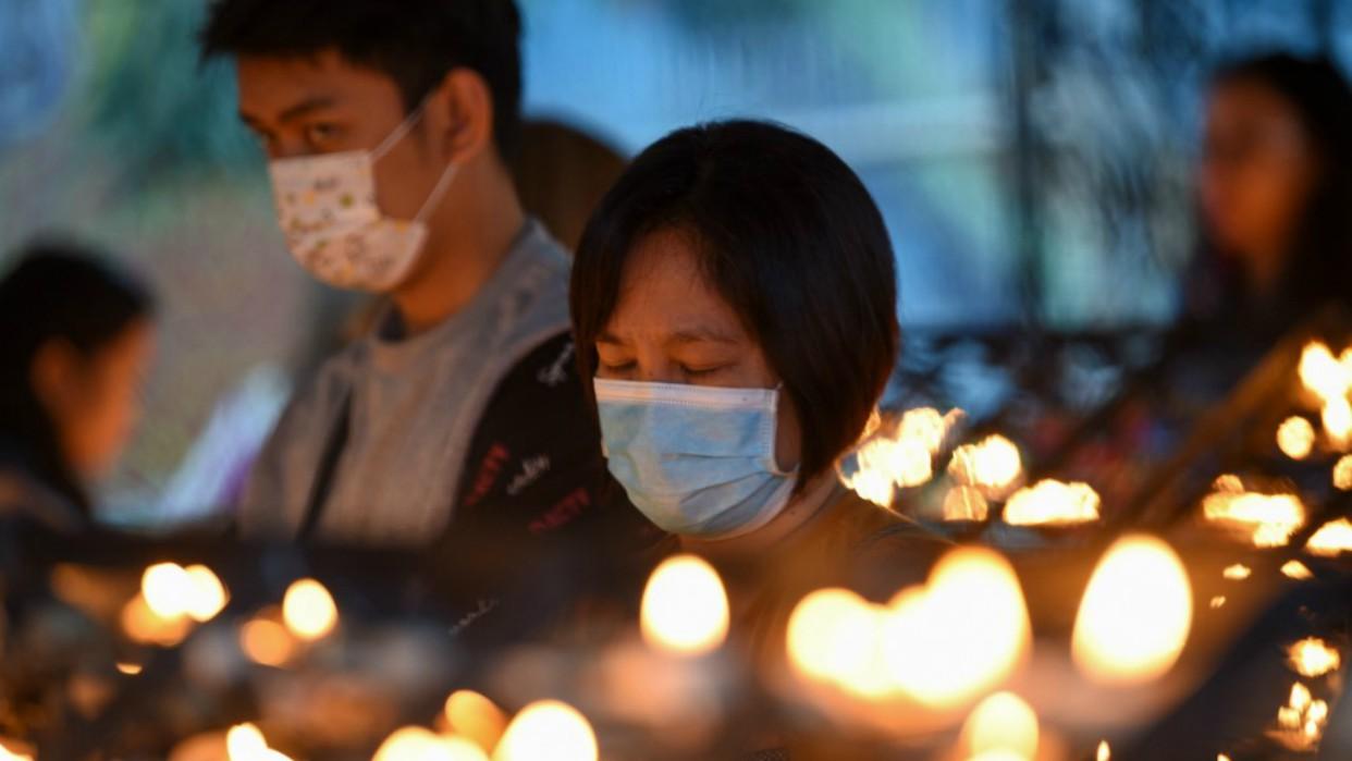 China elevó la cifra de fallecidos a 2.715 por coronavirus
