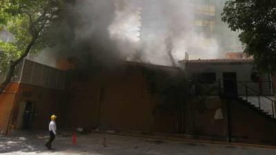 Pérdidas millonarias en incendio en las instalaciones de restaurante en El Rosal