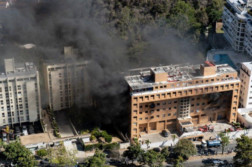 Incendio en la urbanización Los Samanes del municipio Baruta dejó solo daños materiales