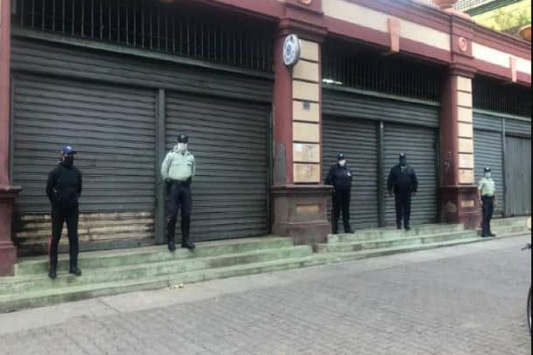 Autoridades policiales  cerraron comercios no priorizados en Catia