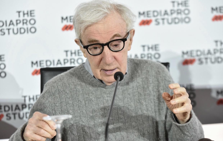 """Woody Allen finalmente publica sus memorias en """"Apropos of Nothing"""""""