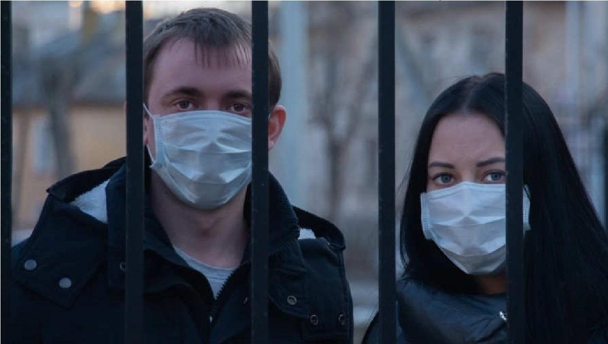 Casi la mitad del mundo se encierra frente a la expansión de la pandemia