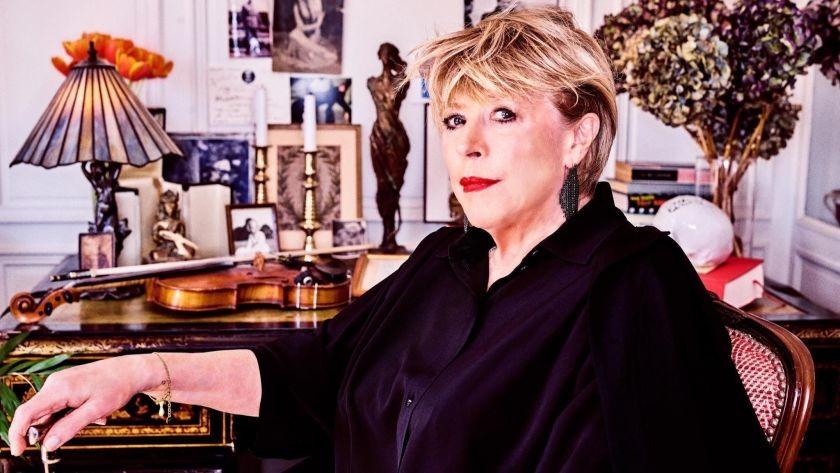 Cantante británica Marianne Faithfull es hospitalizada tras contraer el coronavirus