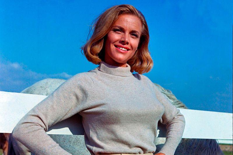 Muere la actriz Honor Blackman, icónica chica Bond