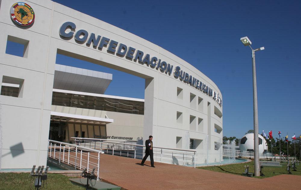 Conmebol pidió a la FIFA activar fondos para el fútbol sudamericano ante la crisis