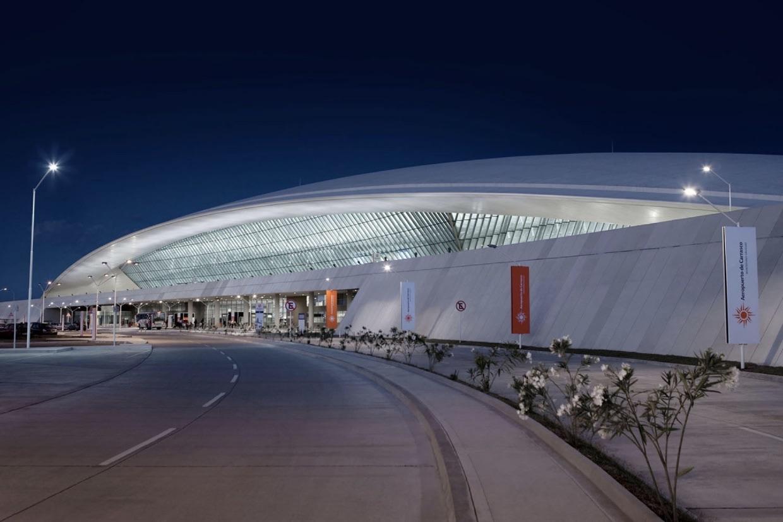 A falta de vuelos, el aeropuerto de Montevideo se convierte en autocine
