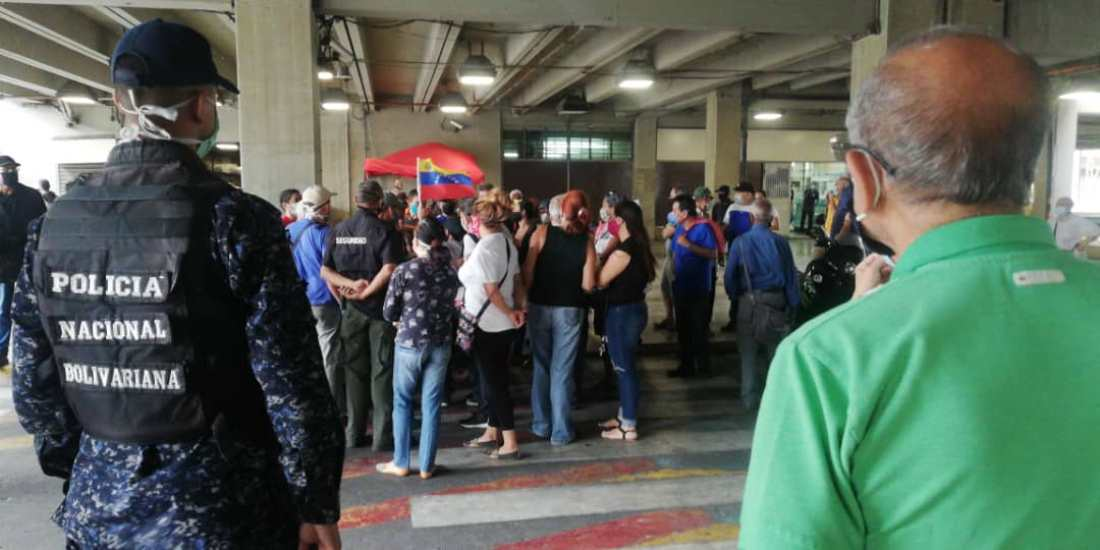 Protestan en Parque Central por falta de agua