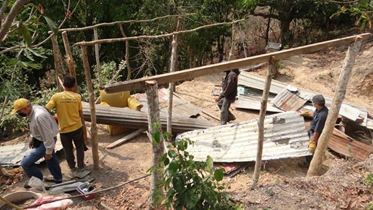 Realizan dos demoliciones de construcciones ilegales en Los Salias