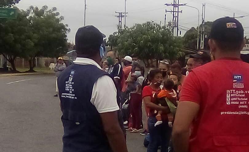 INTT controla distanciamiento social en paradas y unidades de transporte en Barinas