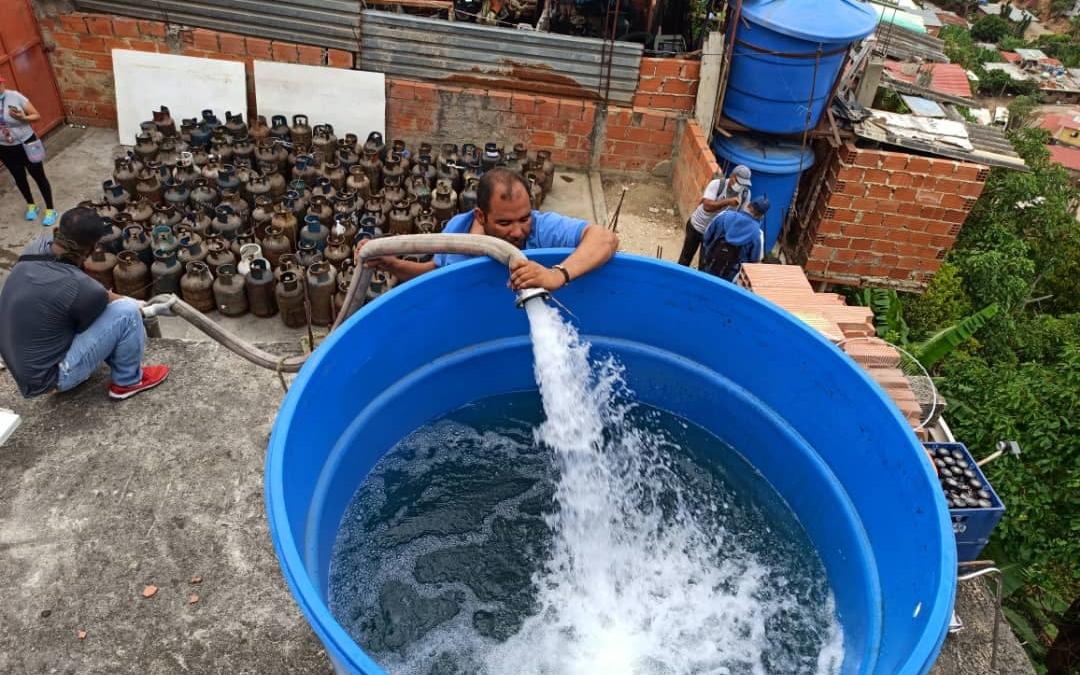 Más de 2.000 familias de La Vega fueron abastecidas con gas y agua