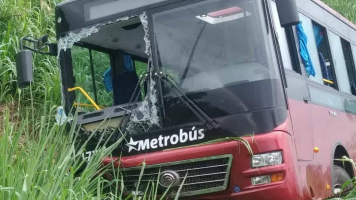 Autobús con 19 connacionales que iban a La Guaira sufrió accidente en Barinas