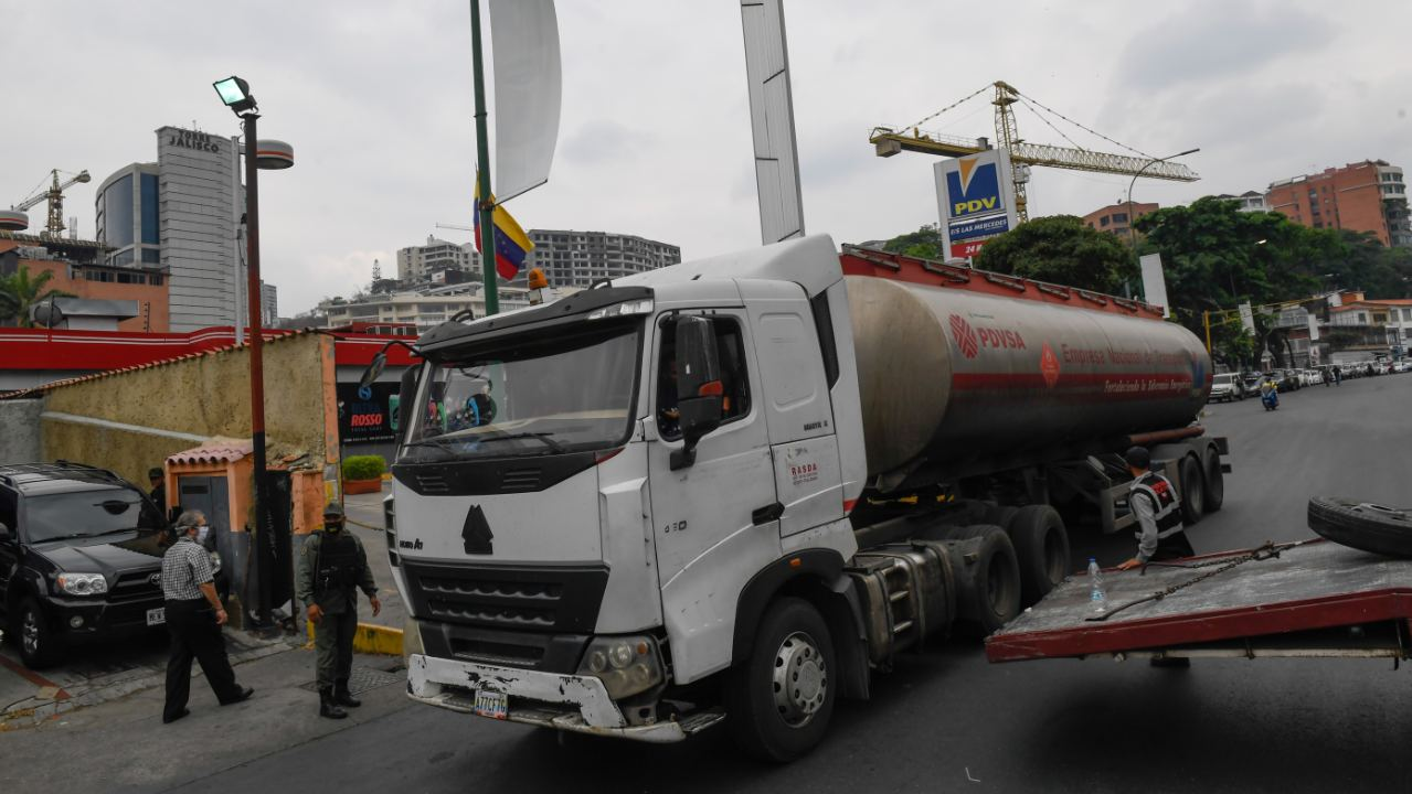 La Venezuela del combustible regalado se estrena con gasolineras privadas