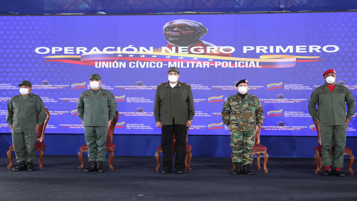 Maduro condecoró a militares que neutralizaron la invasión de Macuto