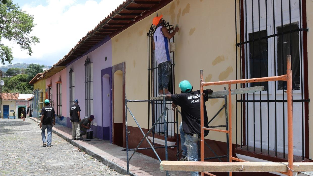 Supervisan trabajos de recuperación de la zona colonial de Petare