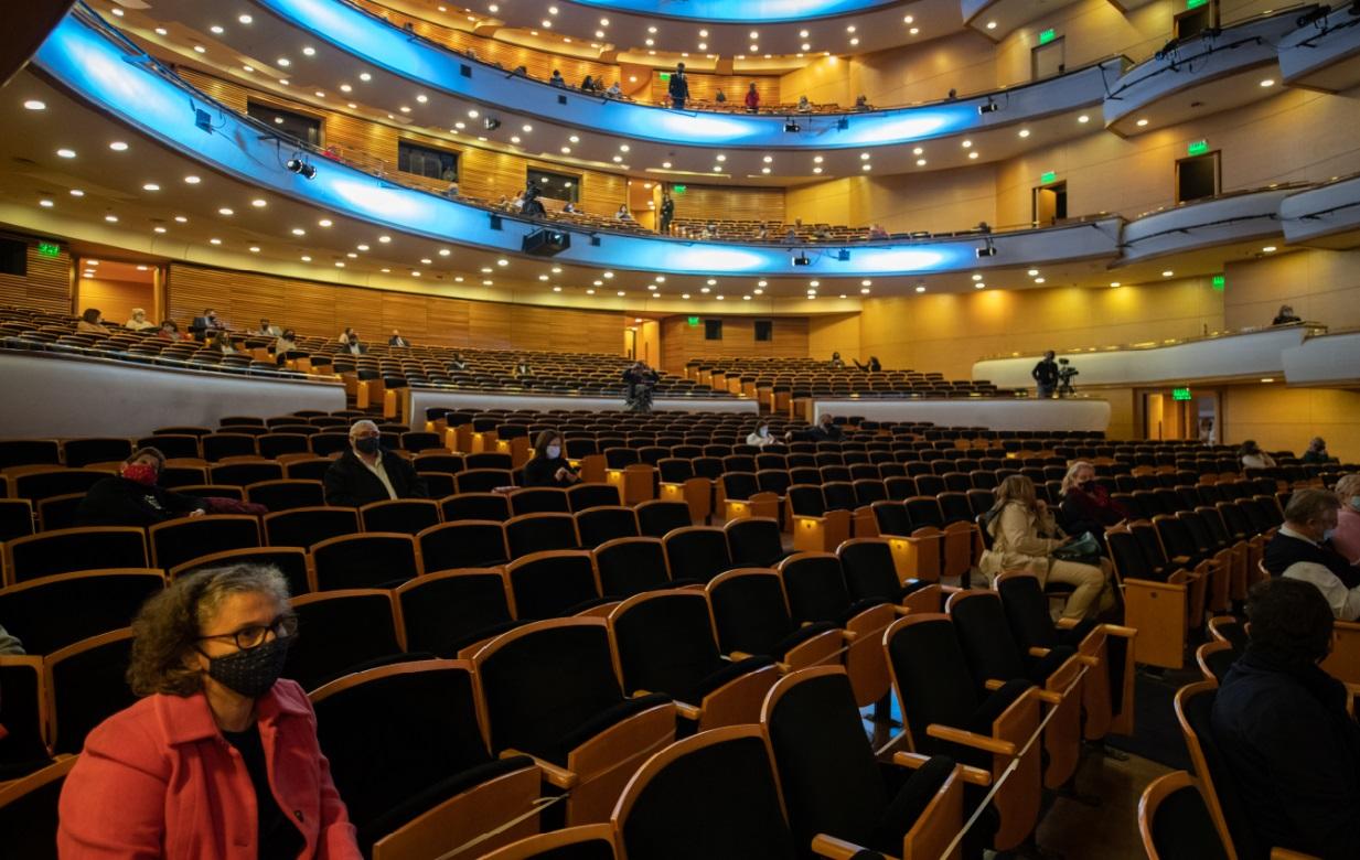 Montevideo reabrió sus teatros con una función del coro nacional