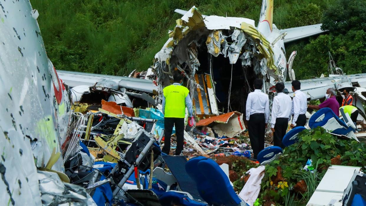 Accidente aéreo en India suma ya 18 muertos y 127 heridos