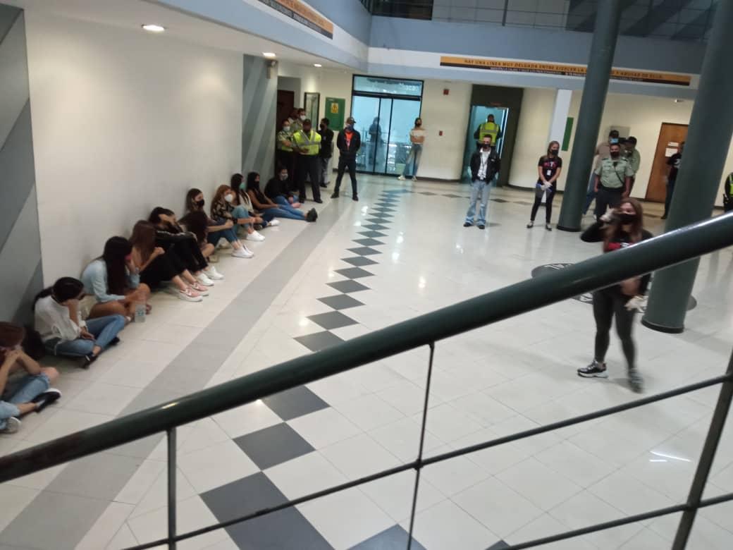 """Detienen a 22 jóvenes por violentar el """"Estado de Alarma"""" ante la pandemia  en Chacao"""