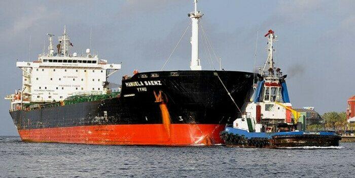 Girot: Llegaron 100 mil barriles de gasolina con destino a Caracas