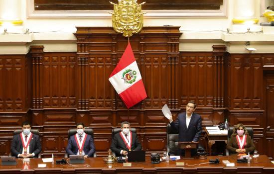 Presidente Vizcarra se salva de ser destituido por el Congreso peruano