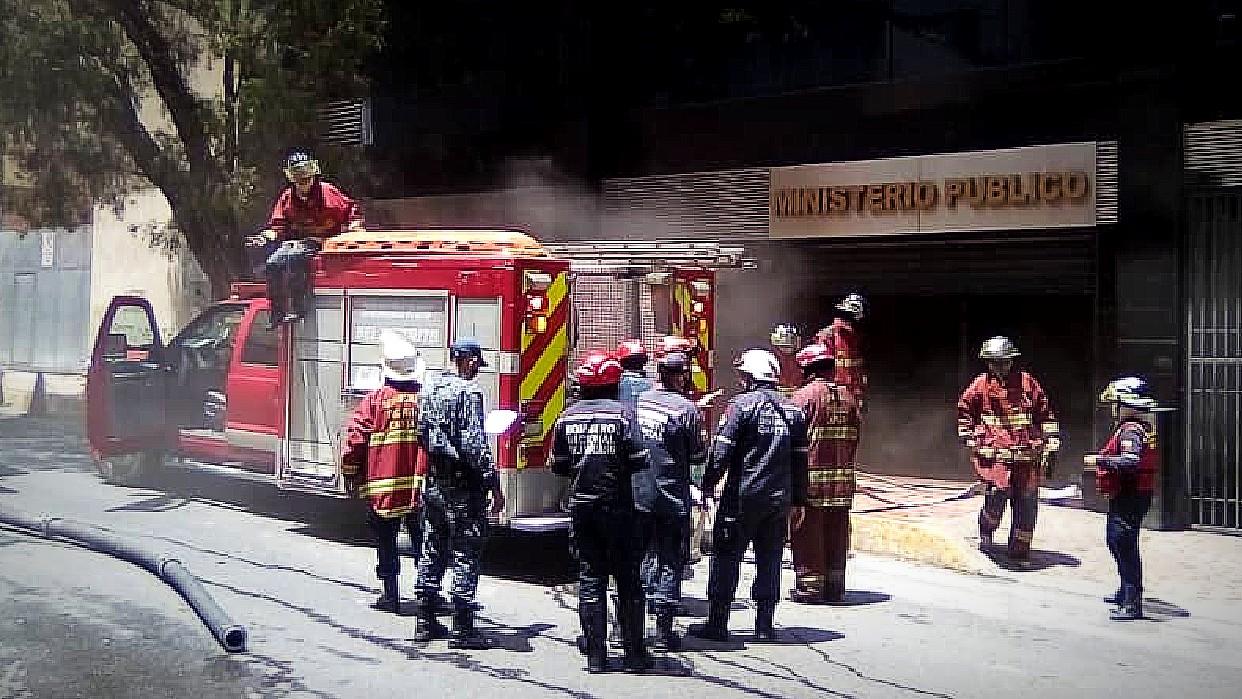 Reportan incendio en sede del Ministerio Público