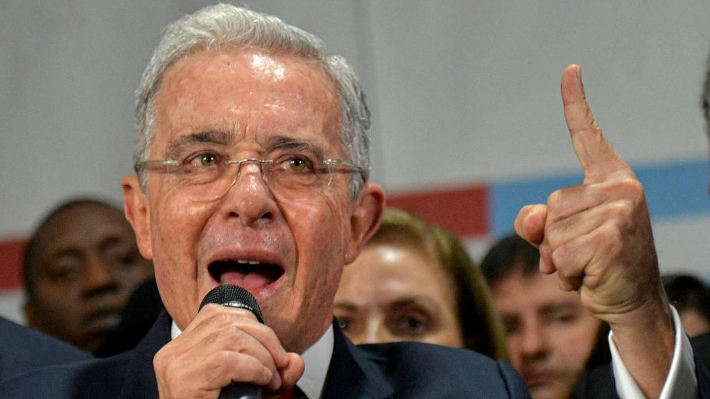 Fiscal pide archivar investigación penal contra expresidente Uribe en Colombia