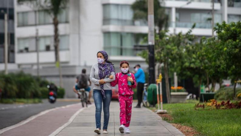 Perú levanta cuarentena y reduce horario de toque de queda