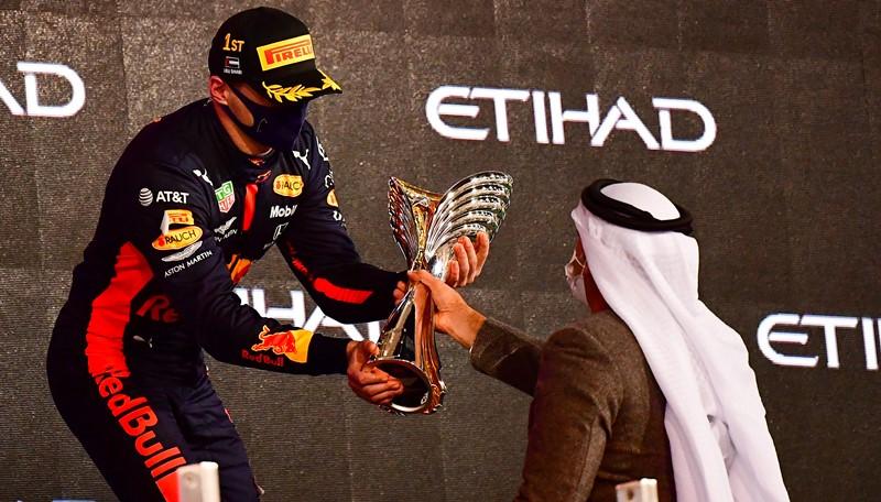 Max Verstappen ganó en Abu Dhabi el último GP de la temporada de Fórmula 1
