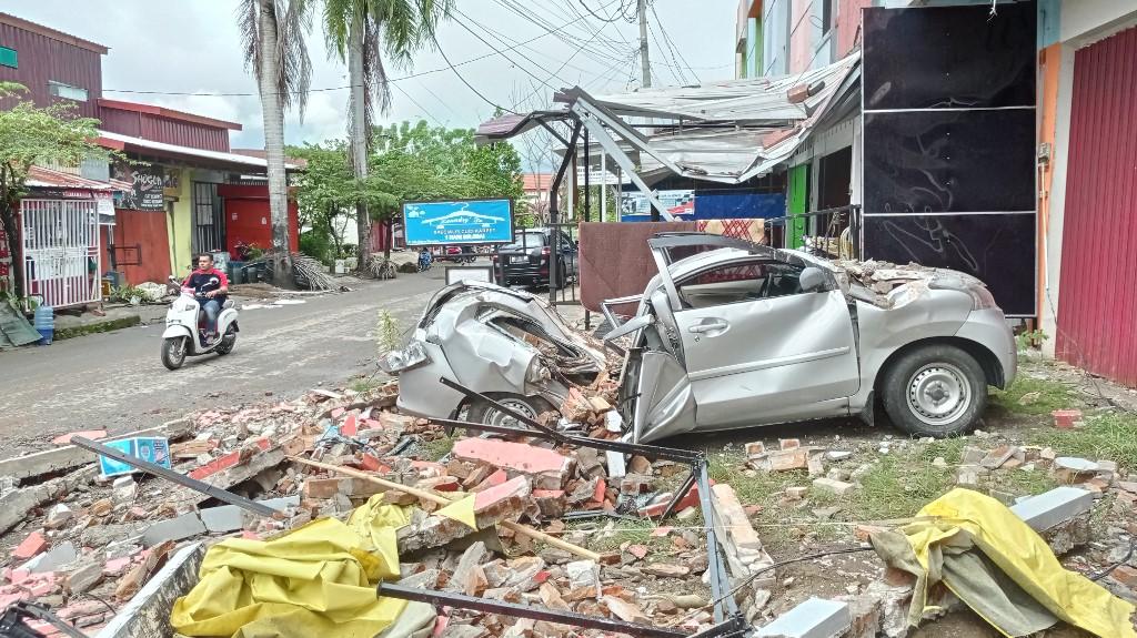 Al menos 42 muertos por un fuerte sismo en Indonesia
