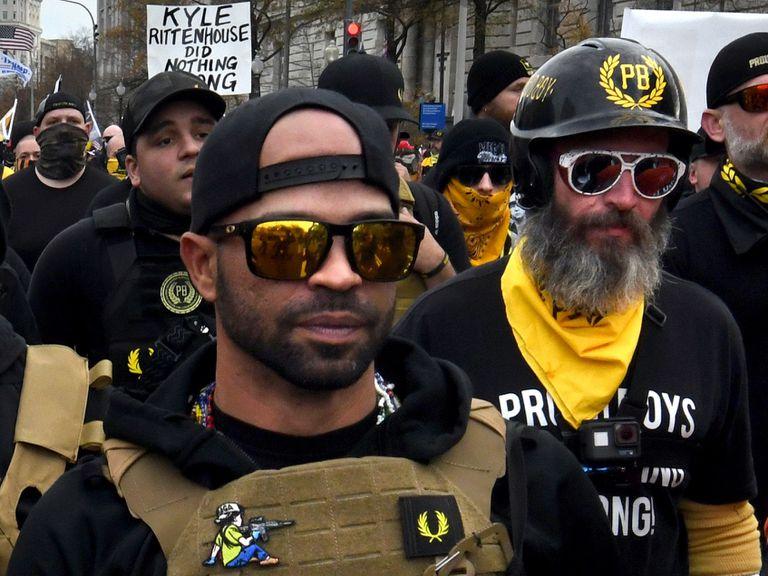 El líder del grupo ultra Proud Boys fue confidente del FBI y de la policía de Estados Unidos