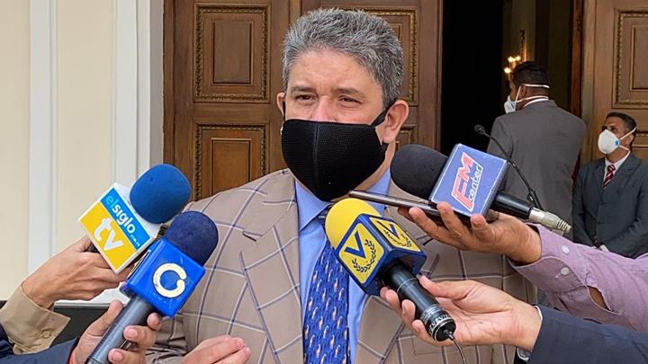 """Diputado Correa a candidato peruano: """"ataques de chauvinismo y aporofobia"""" son intolerables en esta época"""