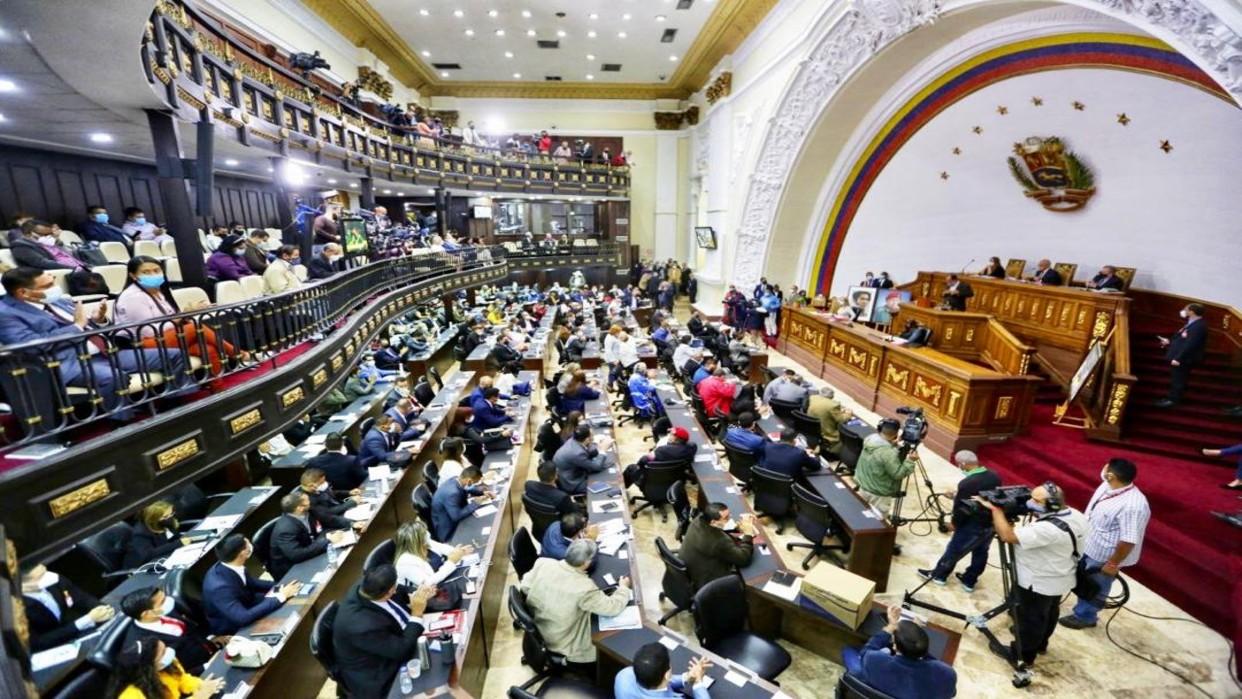Comisión presidida por José Brito pide comparecer a ex diputados y sus esposas