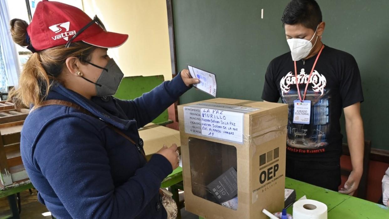Cuatro regiones de Bolivia culminan balotaje para elegir gobernadores