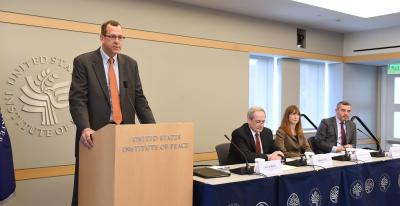 """Keith Mines: """"Existe una oportunidad para buscar negociación pacífica entre  factores políticos"""""""