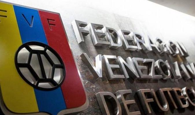 Conmebol hace entrega de 4.200 vacunas al fútbol venezolano