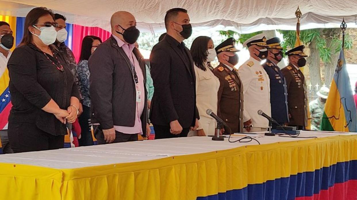 Rindieron homenaje a Istúriz con aplausos y un toque lúgubre en Legislativo  de Anzoátegui