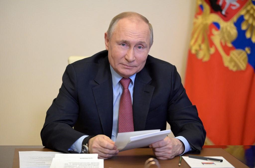 Putin apoya liberar las patentes de las vacunas anticovid-19