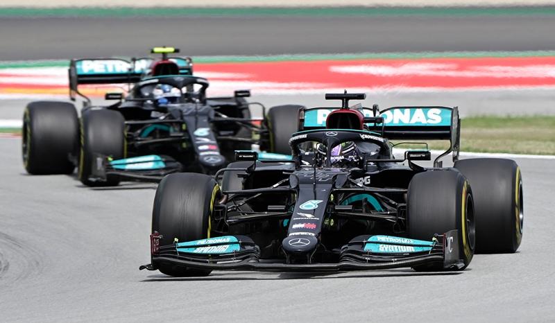 Hamilton gana el GP de España por delante de Verstappen
