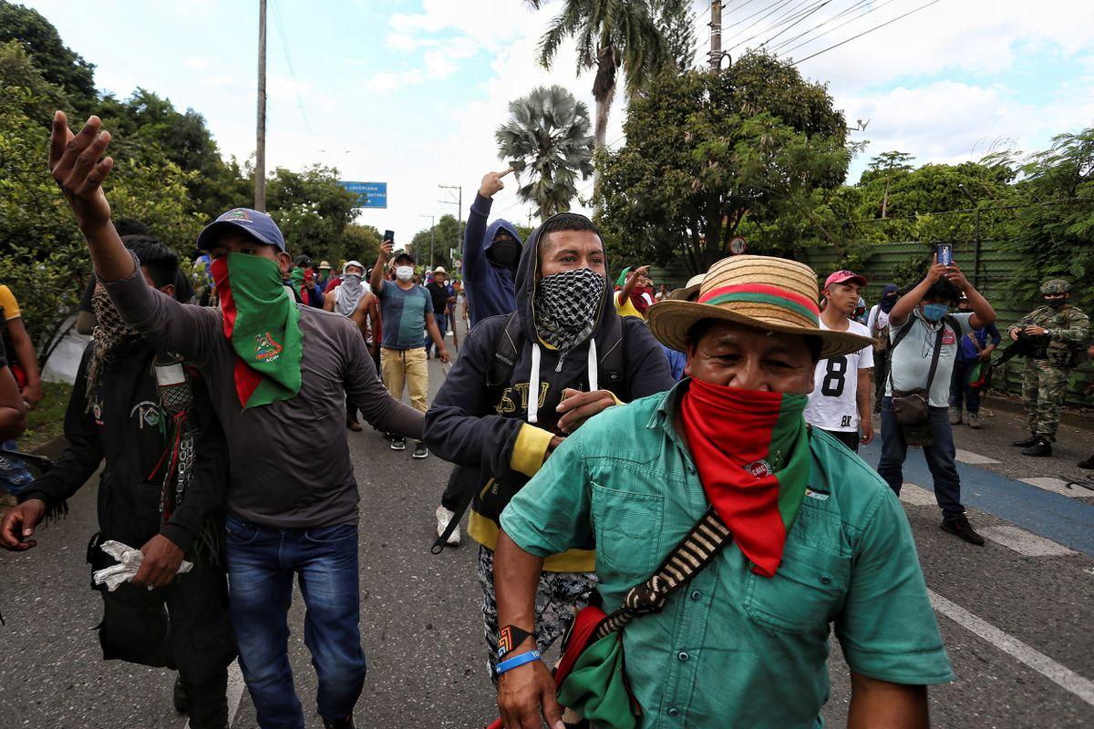 Civiles armados disparan a grupos indígenas y el caos se apodera de Cali
