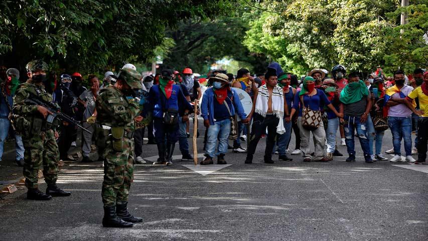 Levantan bloqueo y abren corredor humanitario en Cali