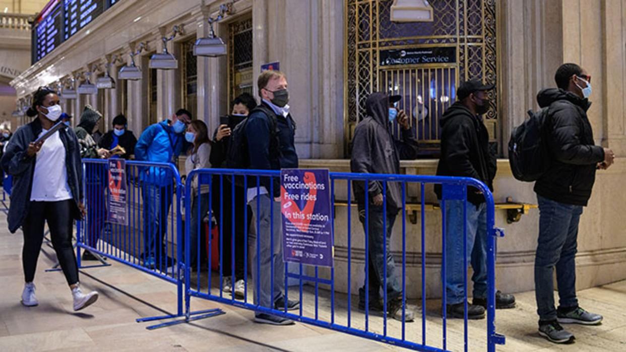 En metro de Nueva York ofrecen vacunas de Johnson y Johnson a cambio de viajes