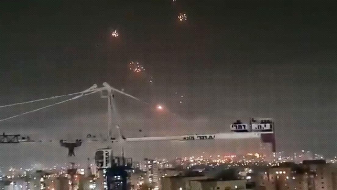 El sistema de defensa aérea israelí Cúpula de Hierro intercepta cohetes lanzados desde Gaza