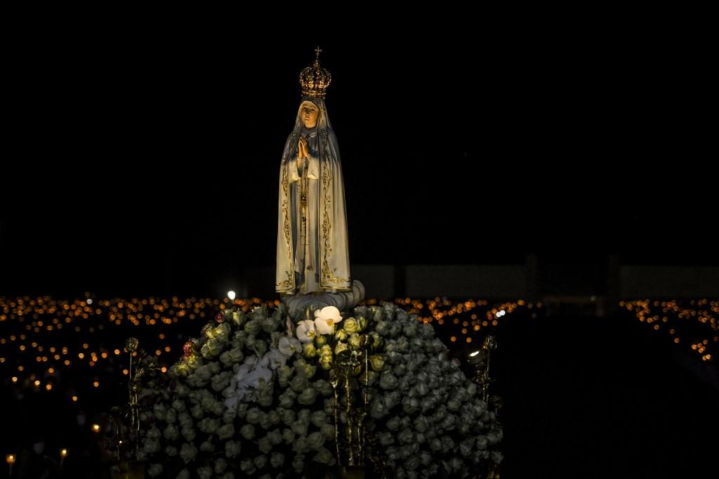 Portugueses muestran su devoción a la Virgen de Fátima