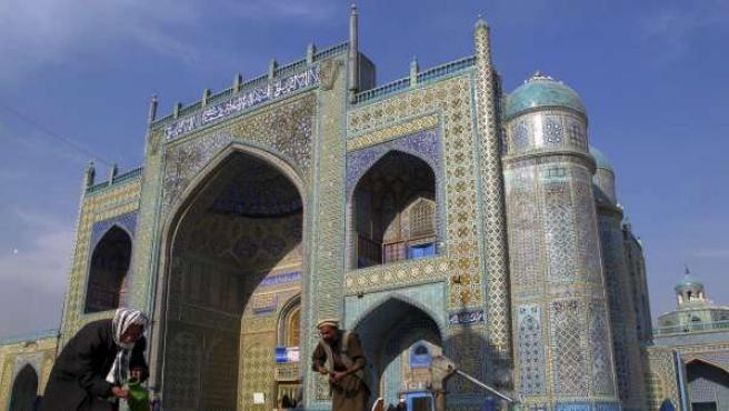 Al menos 12 muertos en explosión en mezquita afgana que viola alto el fuego en vigor