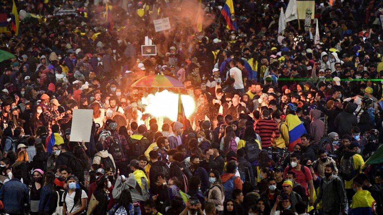 El suicidio de una menor tras una detención policial aviva protestas en Colombia