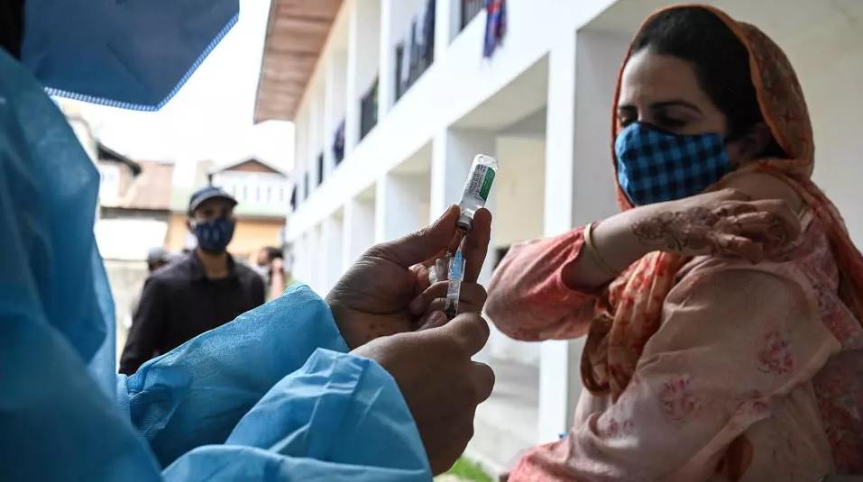 Anticuerpos perduran 12 meses después y aumentan con la vacuna
