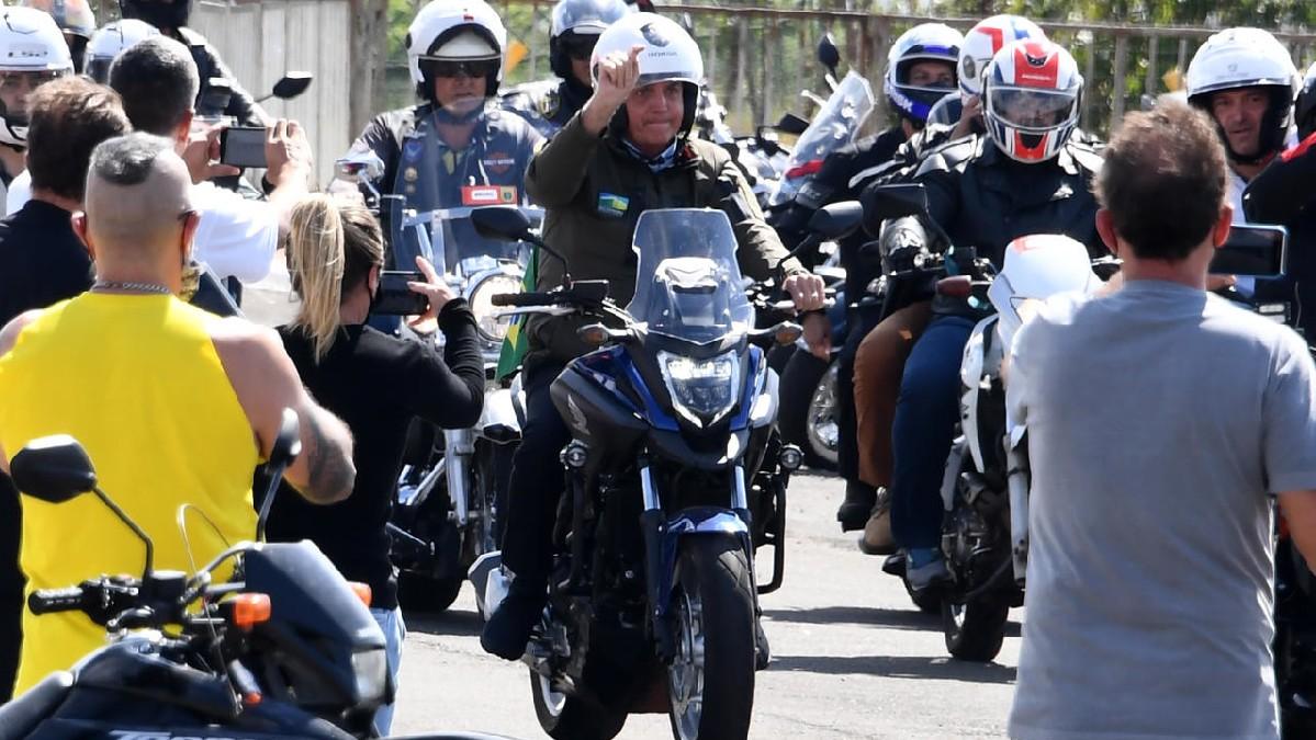 Bolsonaro multado por incumplir medidas contra el Covid-19